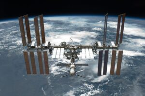 There Are Cracks in The ISS, According to Russian Cosmonauts