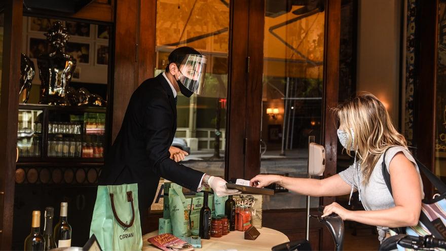 REPORT: 73% of Restaurants in NYC Not Enforcing Bill de Blasio's Vaccine Mandate